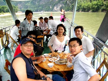 Li jiang cruise lunch